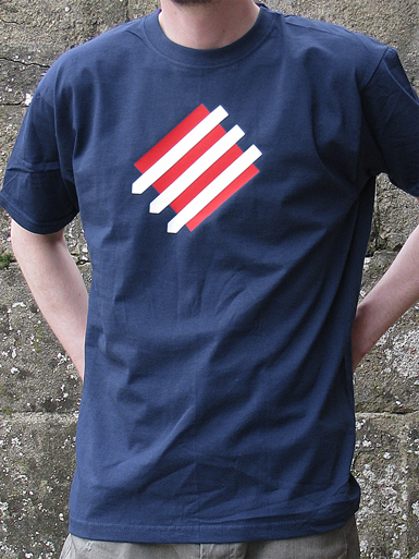 Squared Circle [DREIPFEIL / ANTIFASCIST-QUADER] - t-shirt - white, red on navy // Photo 1